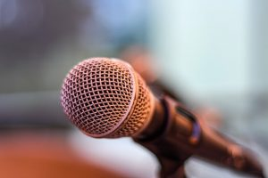 Hyvä puhe kiinnostaa yleisöä